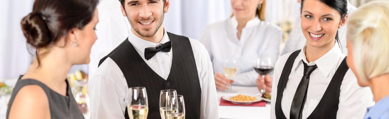 Чем занимается официант